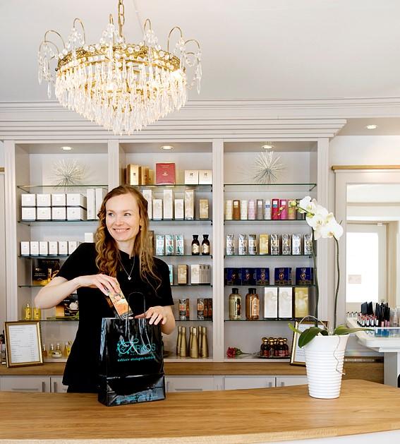 Turkos Östersund, Gabriela i butiken